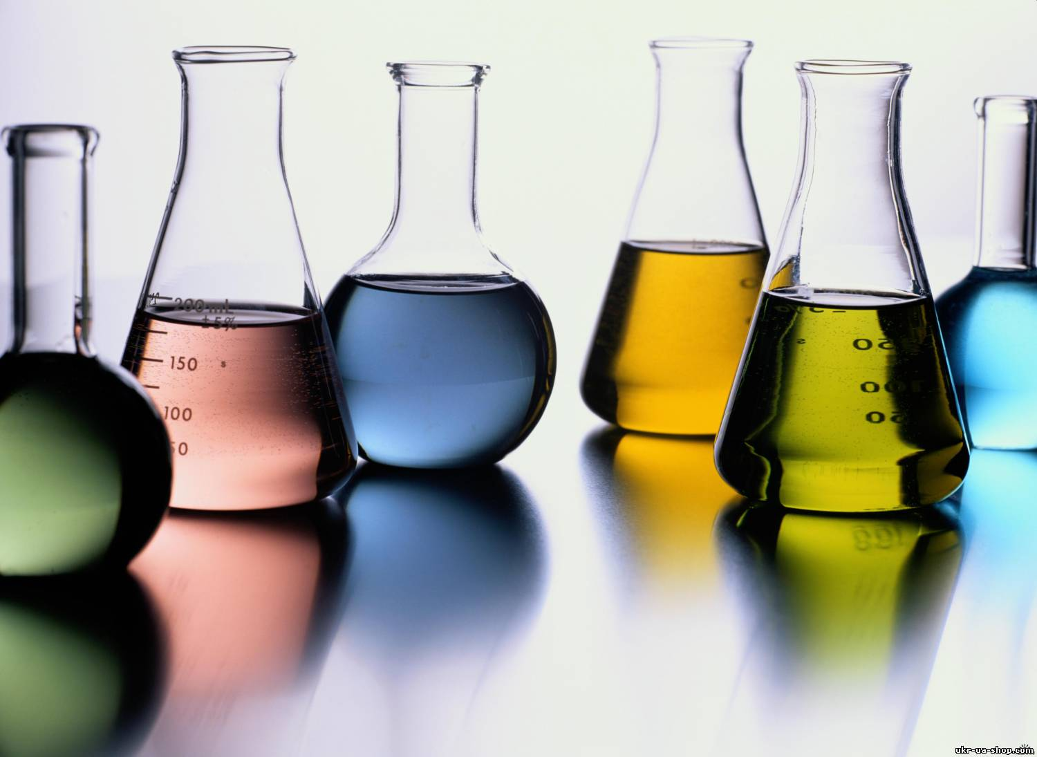 chemistry and cosmetics A cosmetic chemist, also known as a cosmetic scientist or makeup chemist, develops and formulates skin care, personal care and color cosmetics for manufacturers typically, cosmetic chemists need at least a bachelor's degree but may find that a graduate degree is necessary for career advancement.