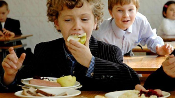 Чем запретили кормить школьников